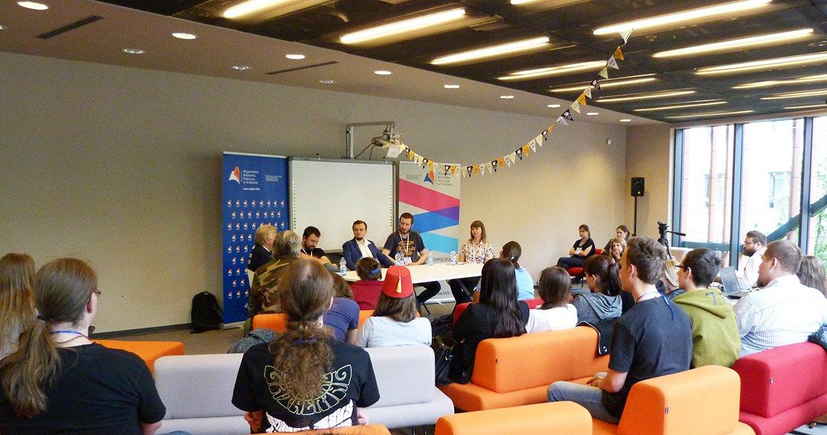 Panel dyskusyjny o literaturze na Smokonie